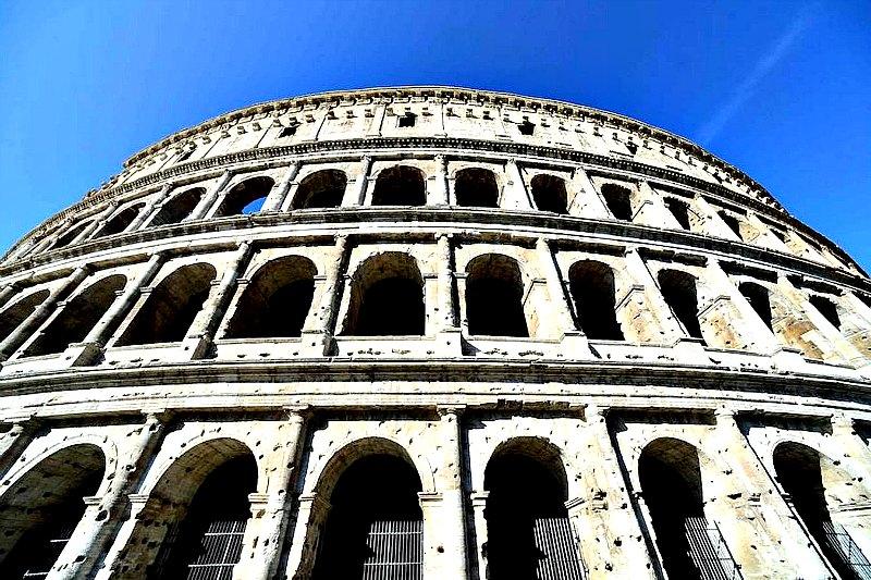 Imagen que presenta el exterior del Coliseo de Roma tras la primera fase de restauración. (Fotografía: ABC)