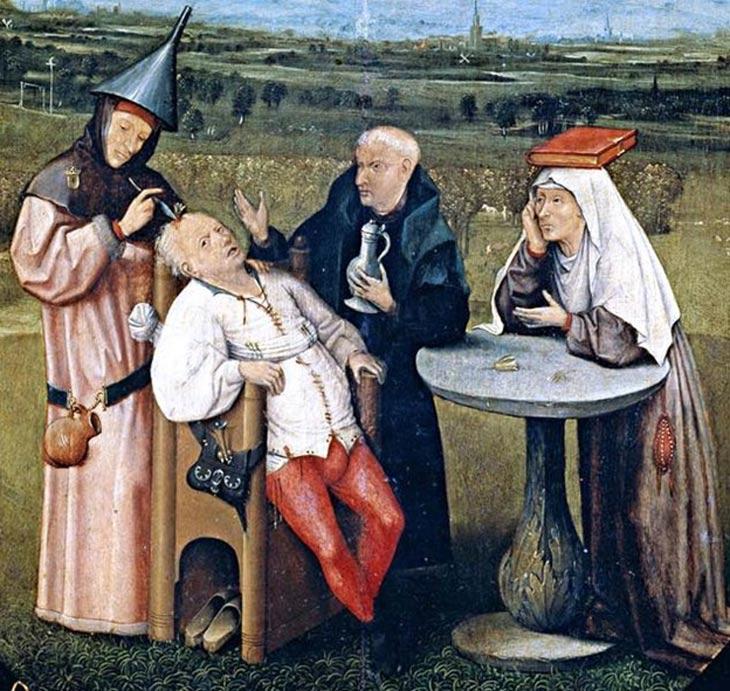 Detalle de 'Extracción de la piedra de la locura', óleo sobre madera de El Bosco en el que se observa a un médico medieval practicando una trepanación (1475-1480). (Public Domain)