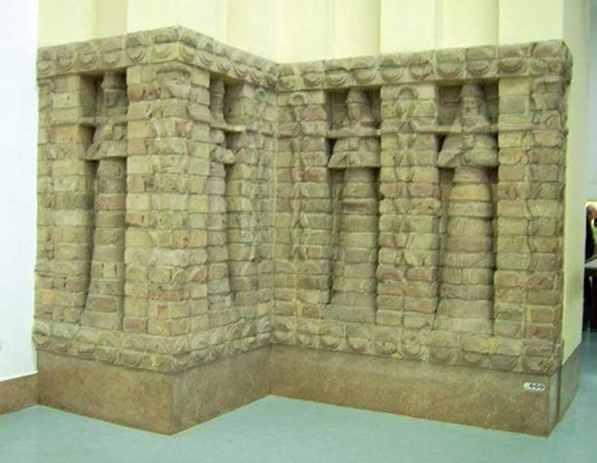 Relieve de la fachada del templo de Karaindash, construido en Uruk y dedicado a Inanna. Museo de Pérgamo. (CC BY SA 3.0)