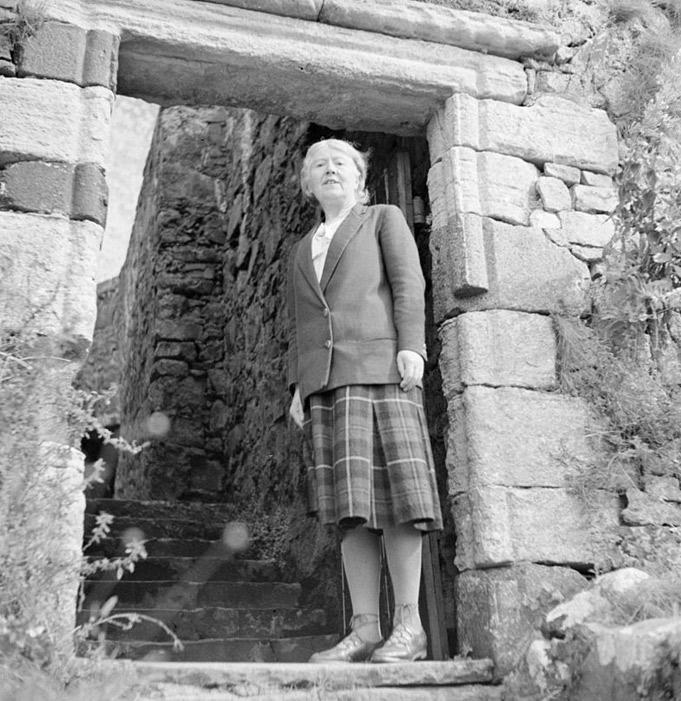 La Sra. Flora MacLeod en el castillo de Dunvegan, hogar tradicional del clan. (CC BY-SA 3.0 nl)