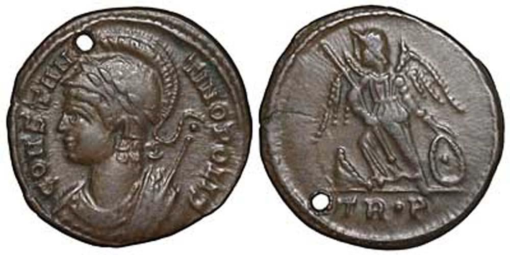 Follis de bronce de Constantino el Grande, 332-333 d. C. Obsérvese cómo la moneda fue cuidadosamente agujereada de tal forma que no afectara a sus imágenes. (forumancientcoins)