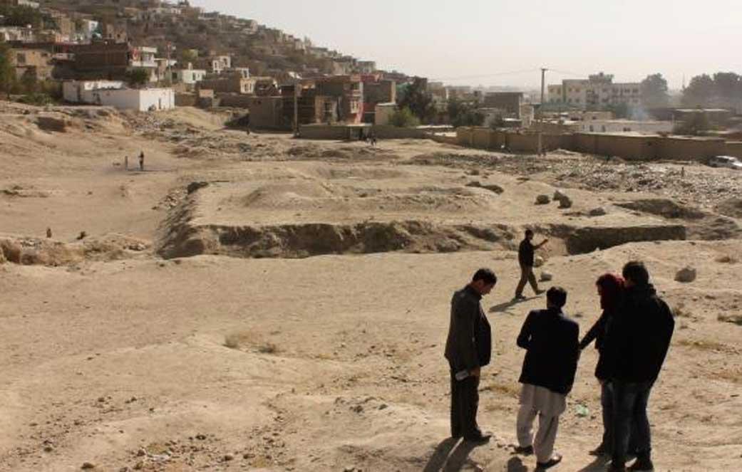 Formación de un pequeño grupo de investigadores en el yacimiento de Tepe Maranjan (Kabul), octubre del 2016. (Alejandro Gallego)