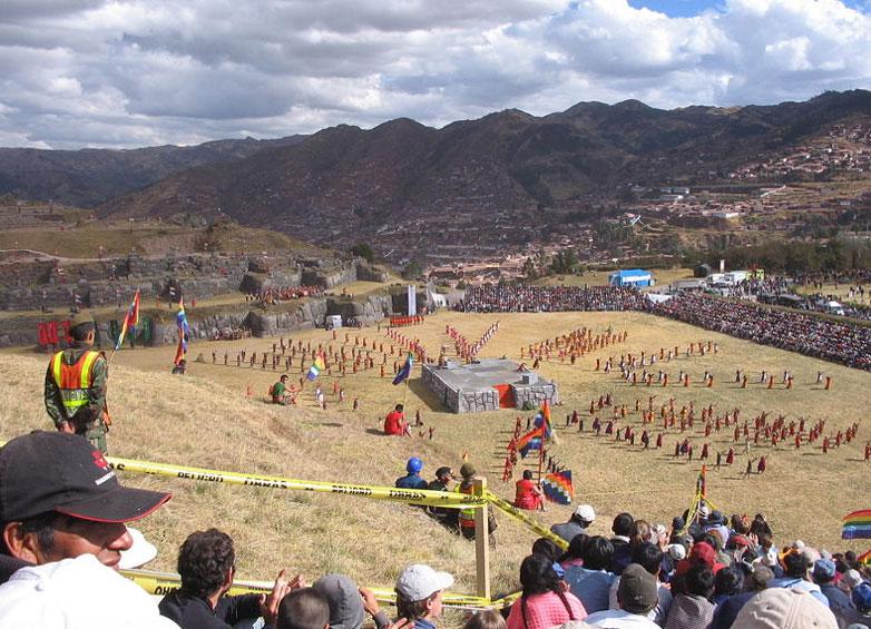 El Inti Raymi (Festival del Sol) en la fortaleza inca de Sacsayhuamán en Cusco, Perú, el 24 de junio del 2007. (CC by SA 2.0)