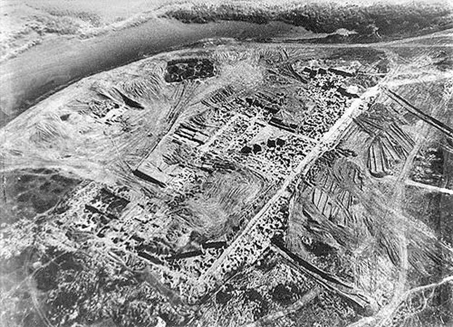 Fortaleza jázara de Sarkel (Belaya Vyezha, Rusia). Fotografía aérea de las excavaciones realizadas por M. I. Artamanov durante la década de 1930. (Dominio público)