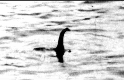 """""""Monstruo del lago Ness"""" en fotografía ya reconocida como falsa (Wikimedia)"""