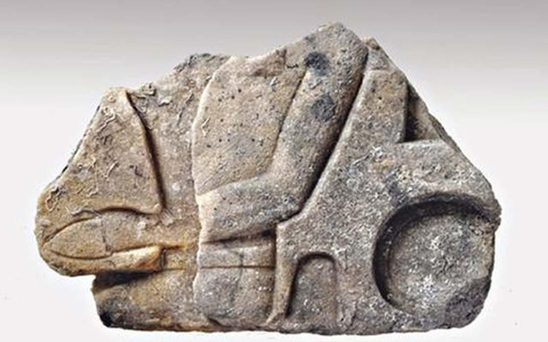 Fragmento de una estatua de un faraón hallado en el pecio del Mentor. Data de la época del Imperio Nuevo (1570 a. C. – 1070 a. C.). (EUA - Petros Vezyrtzis/GR Reporter)