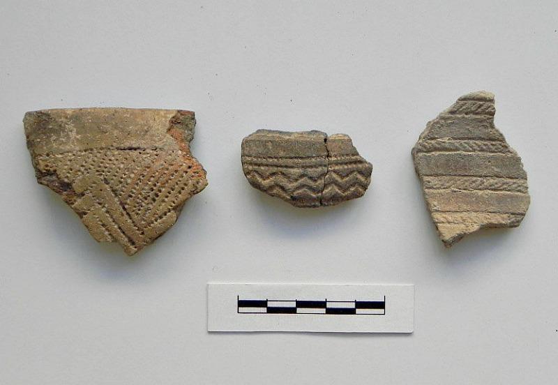 Fragmentos de piezas cerámicas de la Edad del Cobre hallados en el yacimiento de Valencina de la Concepción (Fotografía: La Brújula Verde)