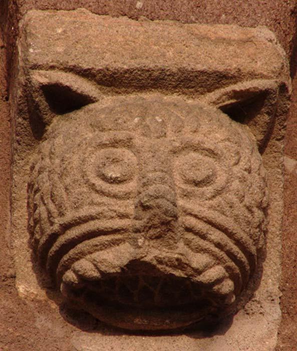Cabeza de un gato en un relieve románico de Sigolshein, Francia. (CC BY 2.0)