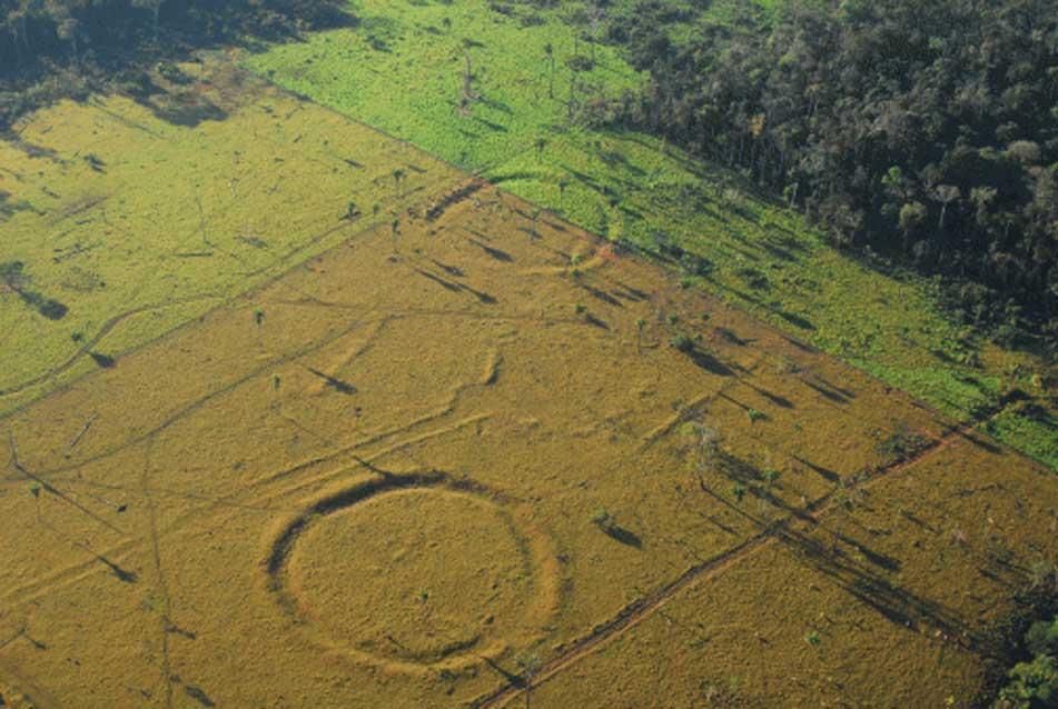 Figuras circulares trazadas sobre el terreno en Acre (Brasil). (archaeology & arts)
