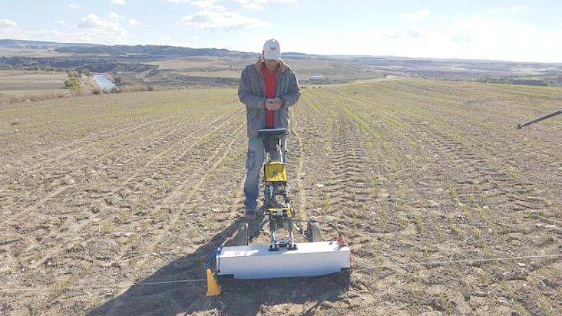 Georradar 3D con el que los investigadores han peinado una hectárea de terreno. (Fotografía: Cadena SER/Proyecto Driebes)