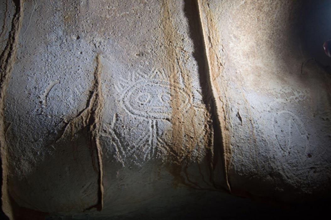 Ejemplos del arte rupestre descubierto recientemente en la isla de Mona. Fotografías: Universidad de Leicester