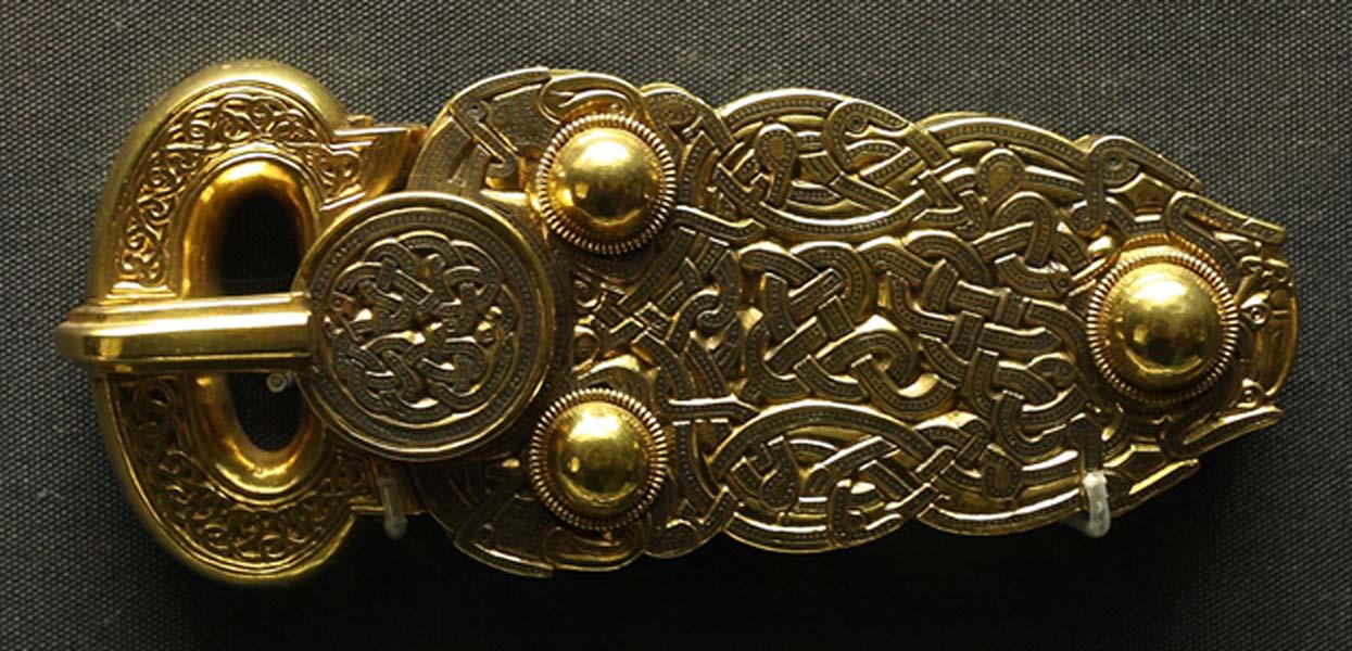 La Gran Hebilla, magnífica pieza de oro descubierta en Sutton Hoo (Public Domain)
