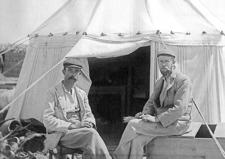 Grenfell (izquierda) y Hunt (derecha) hacia el año 1896. (Public Domain)