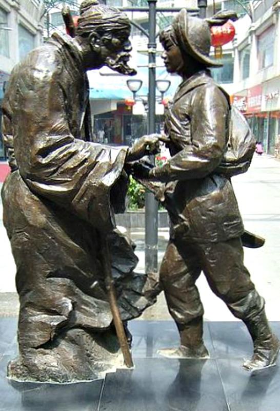 Grupo escultórico ubicado en la ciudad china de Xinxiang y que representa a Hua Mulan siendo recibida por su padre. (Kruuth/CC BY-SA 3.0)
