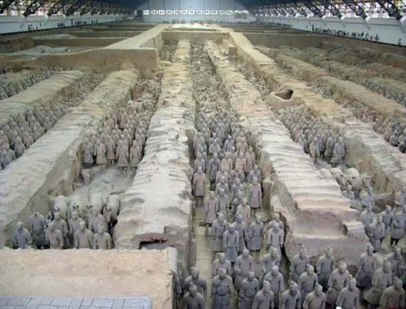 Los guerreros y caballos de terracota constituyen una colección de esculturas que representa a los ejércitos de Qin Shi Huang, el primer emperador de China. Xi'an, China. (Wikimedia)