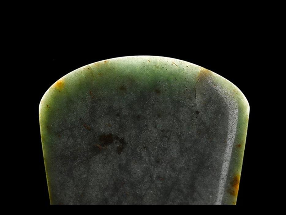 Hoja de hacha de jade hallada en Greenlaw (Escocia). (Museo Nacional de Escocia)