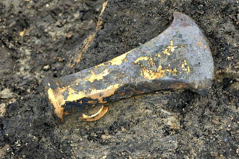 Esta antigua hacha no es más que uno de los magníficos y numerosos objetos hallados en el extraordinario yacimiento arqueológico de Must Farm. (Fotografía: La Gran Época/Must Farm)