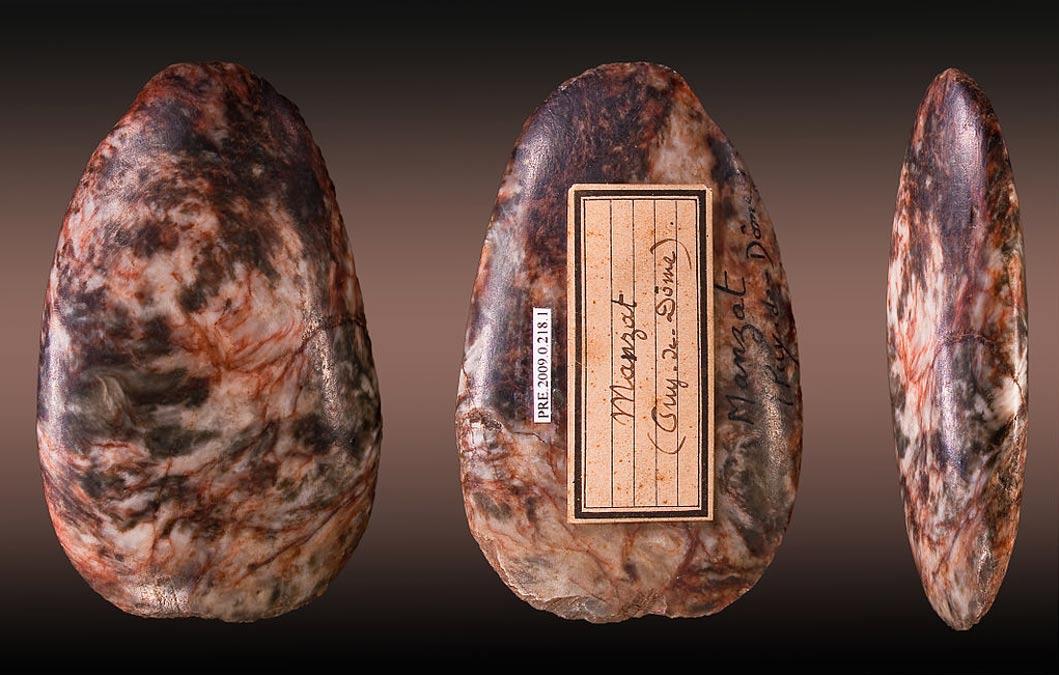 Hacha neolítica hallada en Francia (Fotografía: Didier Descouens/Wikimedia Commons)