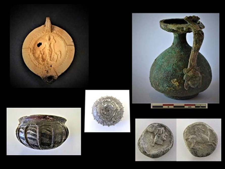 Los hallazgos realizados en el antiguo asentamiento incluyen jarras, vasijas y una serie de lámparas, entre las que destacan algunas con imágenes de la diosa romana Venus y dos cupidos. (Ministerio de Cultura griego)