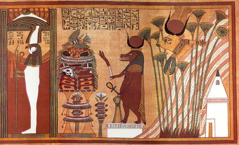 Hathor es la diosa con cabeza de vaca, a la derecha en esta imagen del antiguo Libro Egipcio de los Muertos, (Wikimedia Commons)