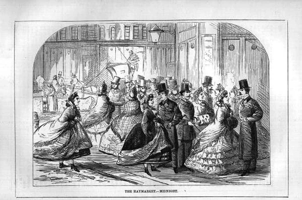 Medianoche en Haymarket, zona habitual de la prostitución londinense en la época victoriana (Public Domain)