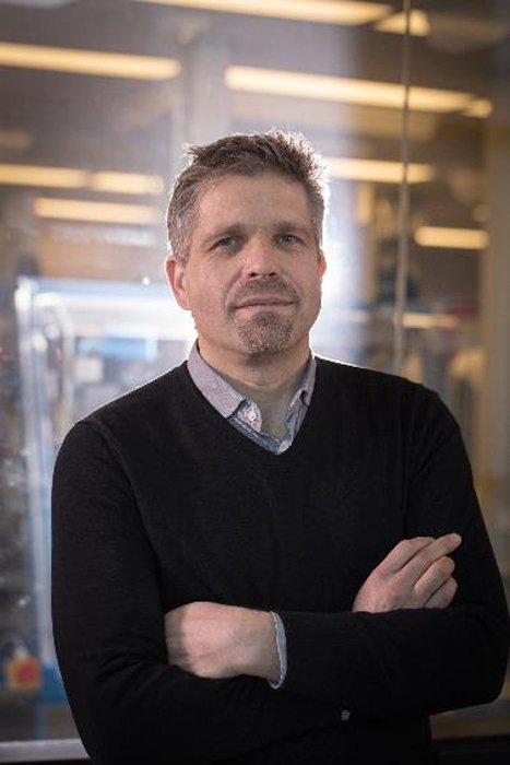 Hendrik Poinar, uno de los investigadores que han identificado el antiguo virus de la Hepatitis B en los restos de la momia del niño. (JD Howell)