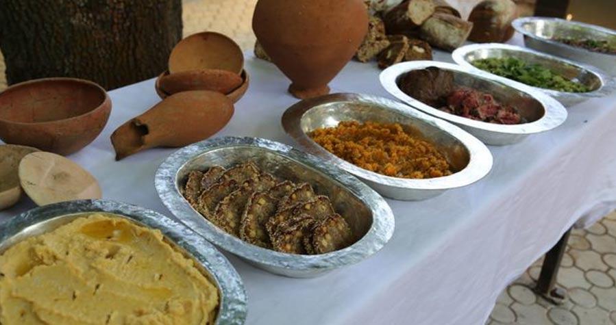 El banquete hitita servido en Alacahöyük, cuyas recetas tienen 4.000 años de antigüedad. (Daily Sabah)