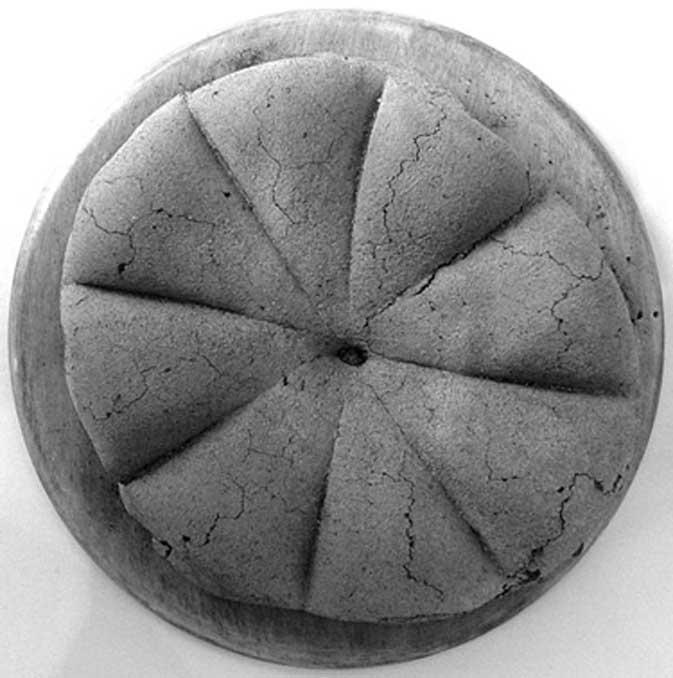 Hogaza carbonizada de antiguo pan romano hallada en las ruinas de Pompeya. (CC BY SA 2.0)