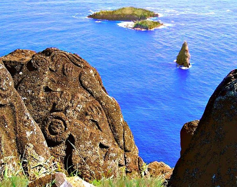 Para la arqueóloga Karina Croucher, los europeos fueron los causantes de la trágica desaparición de la población de la isla de Pascua y de la pérdida de gran parte de su cultura. En la imagen, petroglifos del Hombre Pajaro e isla Moto Nui. (Alejandra Edwards/CC BY-SA 3.0)