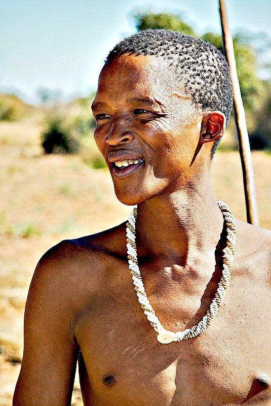 Los investigadores simularon un modelo de una población real de cazadores-recolectores y agricultores que actuaban de acuerdo a ciertas reglas. En la imagen, un San de Namibia. Menos de 10.000 San viven actualmente de la caza y la recolección. (Ian Beatty/CC BY-SA 2.0)