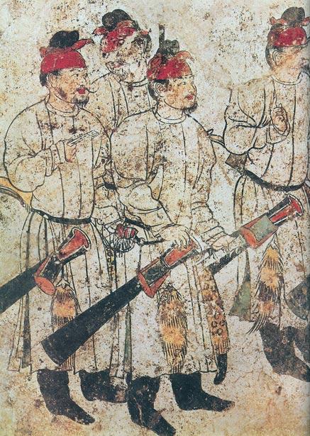 Hombres armados tal y como aparecen en una pintura mural datada en el 706 d. C. procedente de la tumba de Li Xian (hijo exiliado de Wu Zetian), ubicada en el mausoleo de Qianling. Imagen meramente representativa. (Public Domain)