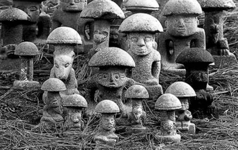 Hongos de piedra mayas. Fotografía: Dr. Richard Rose