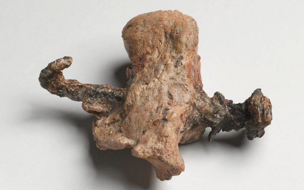 La prueba de una crucifixión: el hueso del talón y el clavo hallados en el osario de Yehohanan, descubierto en Jerusalén en1968. (Cortesía del Museo de Israel. Fotógrafo: Ilan Shtulman)