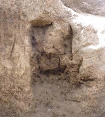 En este nicho se encontraron huesos de niños pequeños. (Metro de Quito)