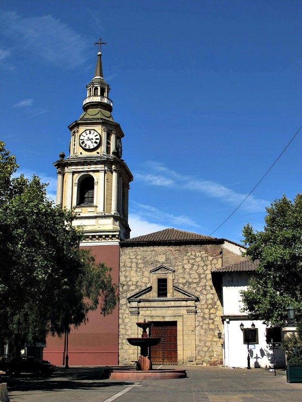 La iglesia de San Francisco es un templo religioso de culto católico ubicado en el centro histórico de Santiago de Chile. (Fjvamicn/CC BY – SA 3.0)