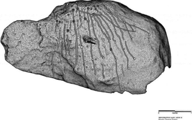 Ilustración de las marcas halladas recientemente sobre la superficie de la losa de piedra del Hendraburnick Quoit. Autor: Thomas Goskar