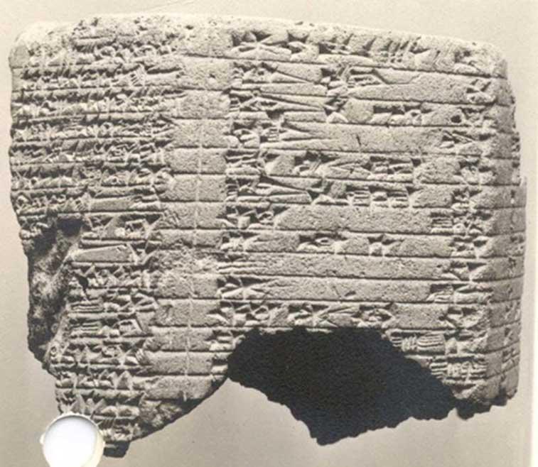 Inscripción cuneiforme en prisma asirio del rey Asaradón. (MET CC0)