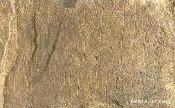 Inscripción rúnica medieval en cámara funeraria de la Edad de Piedra situada en las Islas Orcadas. (Bengt A. Lundberg)