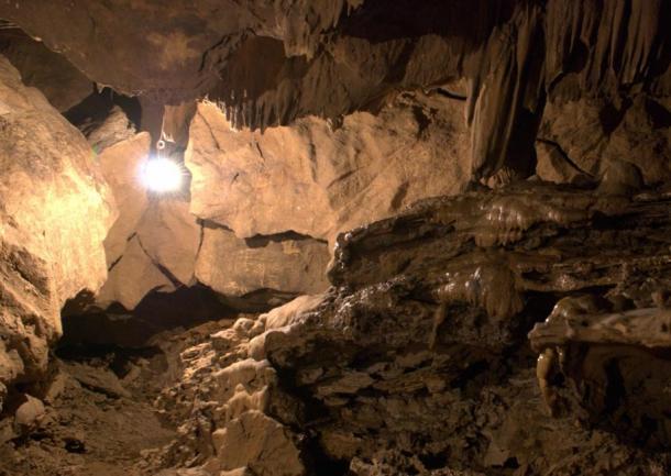 Dentro de la cueva de Dayu. Imagen: L.Tan