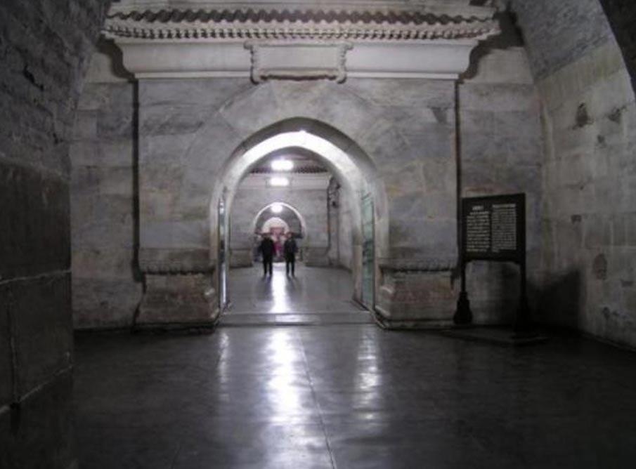 Interior de la tumba Dingling, una de las Tumbas de la Dinastía Ming, complejo de mausoleos construido por los emperadores chinos de la dinastía Ming. (Louis Le Grand/CC BY-SA 3.0)