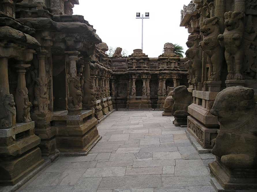 Vista interior del templo de Kailasanathar de Kanchi. (CC BY-SA 3.0)