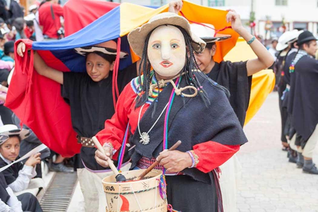Moderno festival Inti Raymi en Saraguro, Ecuador. (Fotografía: April Holloway)