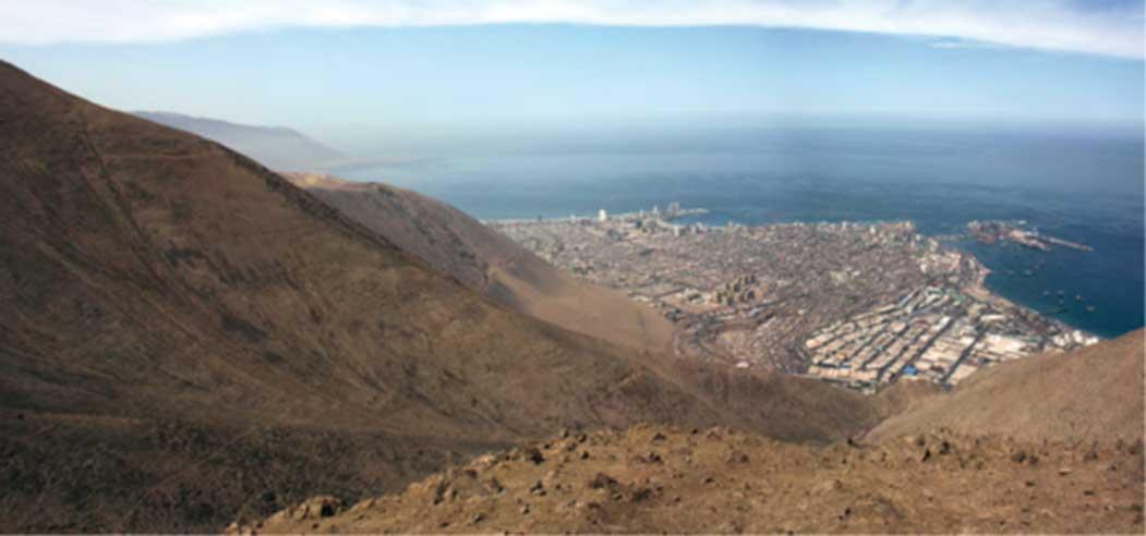 Vista de Iquique desde Cerro Esmeralda, Chile. (Museo Regional de Iquique)
