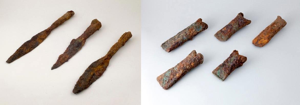 Puntas de lanza y hojas de hacha, todas ellas de hierro, descubiertas en los depósitos en el 2012. Tărtăria - Podul Tărtăriei vest, Condado de Alba, Transilvania, Rumanía. (Corina Bors)