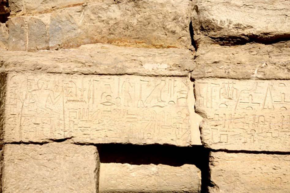 Los muros de la tumba están cubiertos de jeroglíficos, el sistema de escritura del antiguo Egipto. (Ministerio de Antigüedades egipcio)