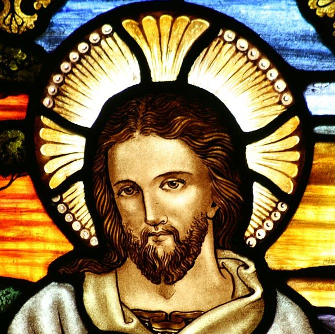 Retrato de Jesús en una vidriera de la Iglesia Anglicana de San Juan Bautista de Ashfield, Australia. (CC BY-SA 3.0)