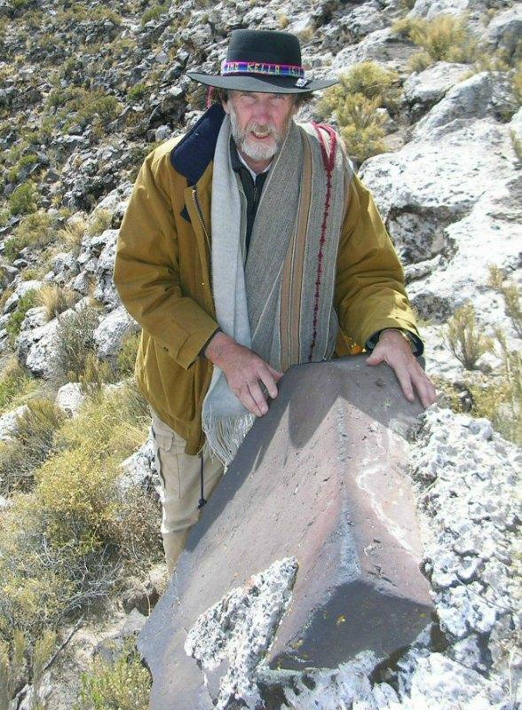Jim Allen, autor de la teoría que defiende que el continente perdido de la Atlántida se encontraba en Sudamérica, junto a unas rocas talladas en el altiplano boliviano. (Fotografía: atlantisbolivia.org)