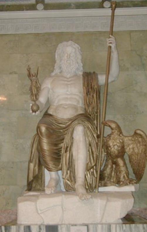 Un Zeus romano sentado, de mármol y bronce (restaurado), siguiendo el modelo establecido por Fidias y al que debía parecerse el del Templo de Olimpia. (Museo del Hermitage, San Petersburgo). Fotografía por Sanne Smit. (en.wikipedia.org)