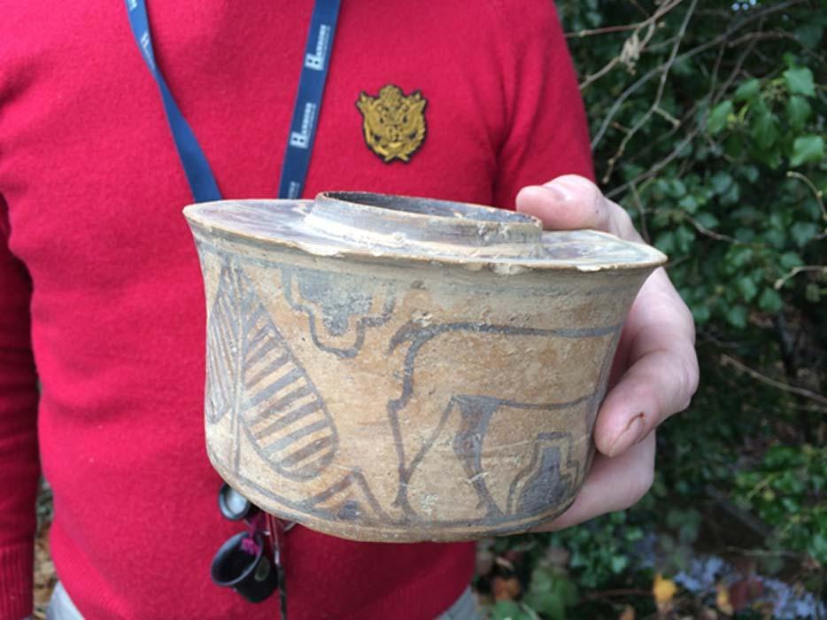 La antigua pieza cerámica india de hace 4.000 años descubierta por casualidad en un mercadillo y recientemente subastada. (Hansons Auctioneers/Hansons)
