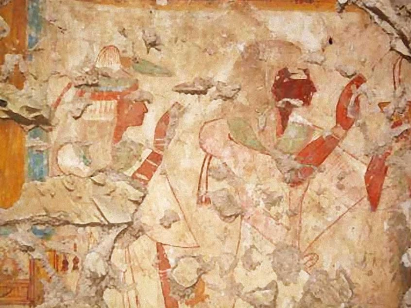 Khonsu y su esposa rinden culto a los dioses Osiris e Isis. Fotografía: Universidad Waseda